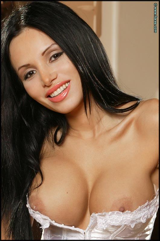lucia_tovar_brunette_big_boobs