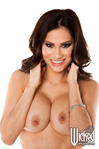 Vanessa Veracruz Hot Latina Bares Dirty Secrets
