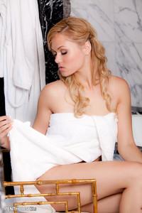 Arianna Armani Sexy Bath Time