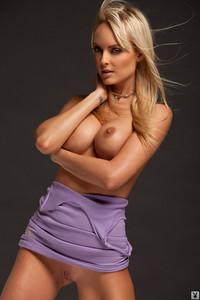 Shera Bechard Sans Panties