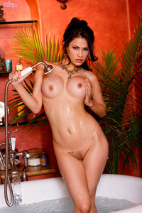 Vanessa Veracruz Slippery in the Bath